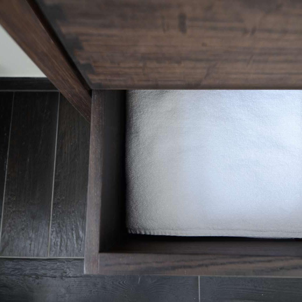 Bad i massiv røget eg   køkkenskaberne