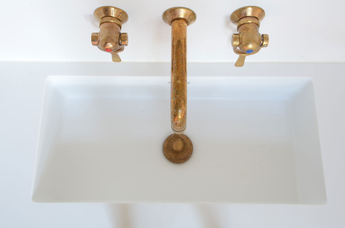 Smalt badmøbel i valnød   køkkenskaberne