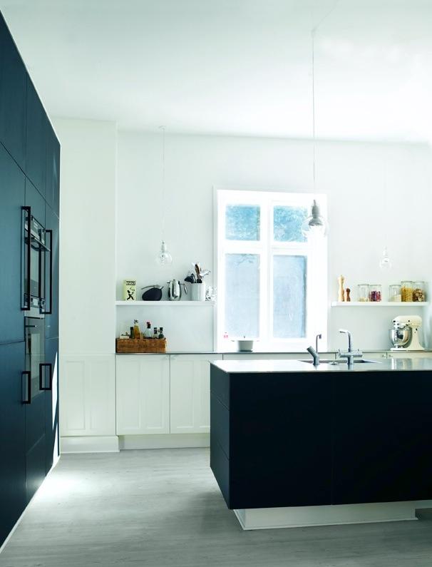 Køkken med kontrast   køkkenskaberne