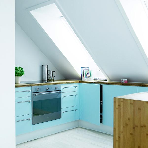 50'er blå acryl, bambus og stål - Køkkenskaberne
