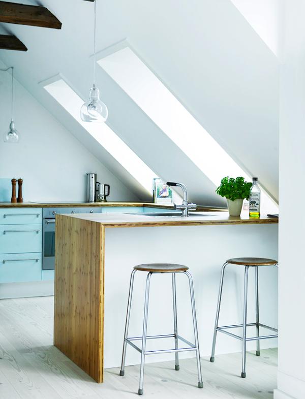 50'er blå acryl, bambus og stål   køkkenskaberne