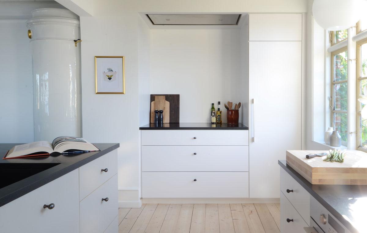 Linoleum, granit og messing - Køkkenskaberne