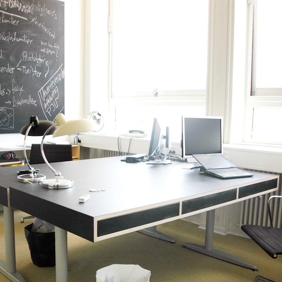 Indretning kontor, skrivebord kontorstole - Køkkenskaberne