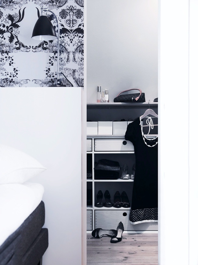 Garderobe under skråvæg   køkkenskaberne