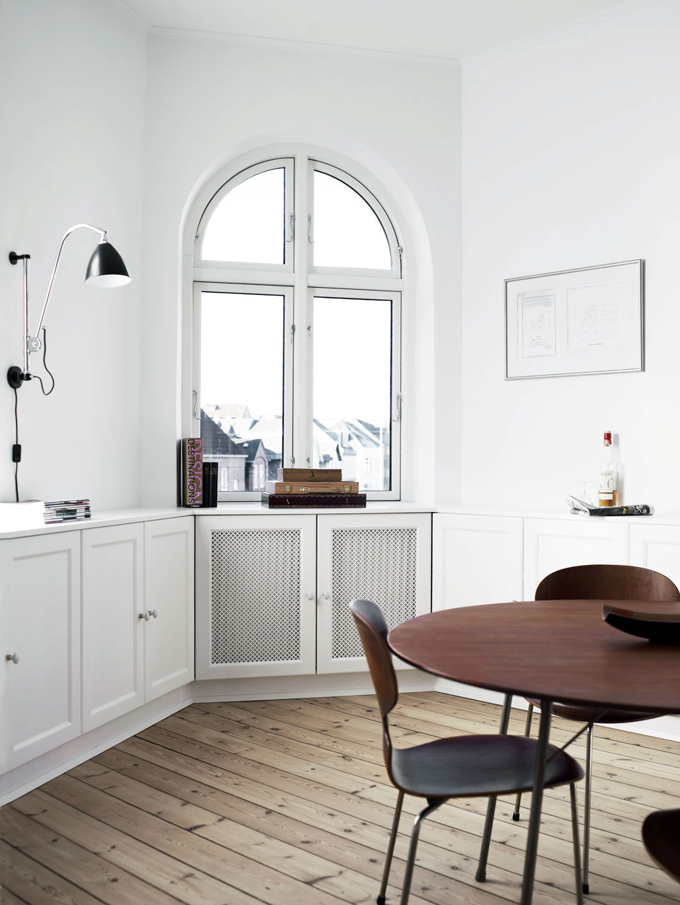Indbygget reol til 5-kantet rum - Køkkenskaberne